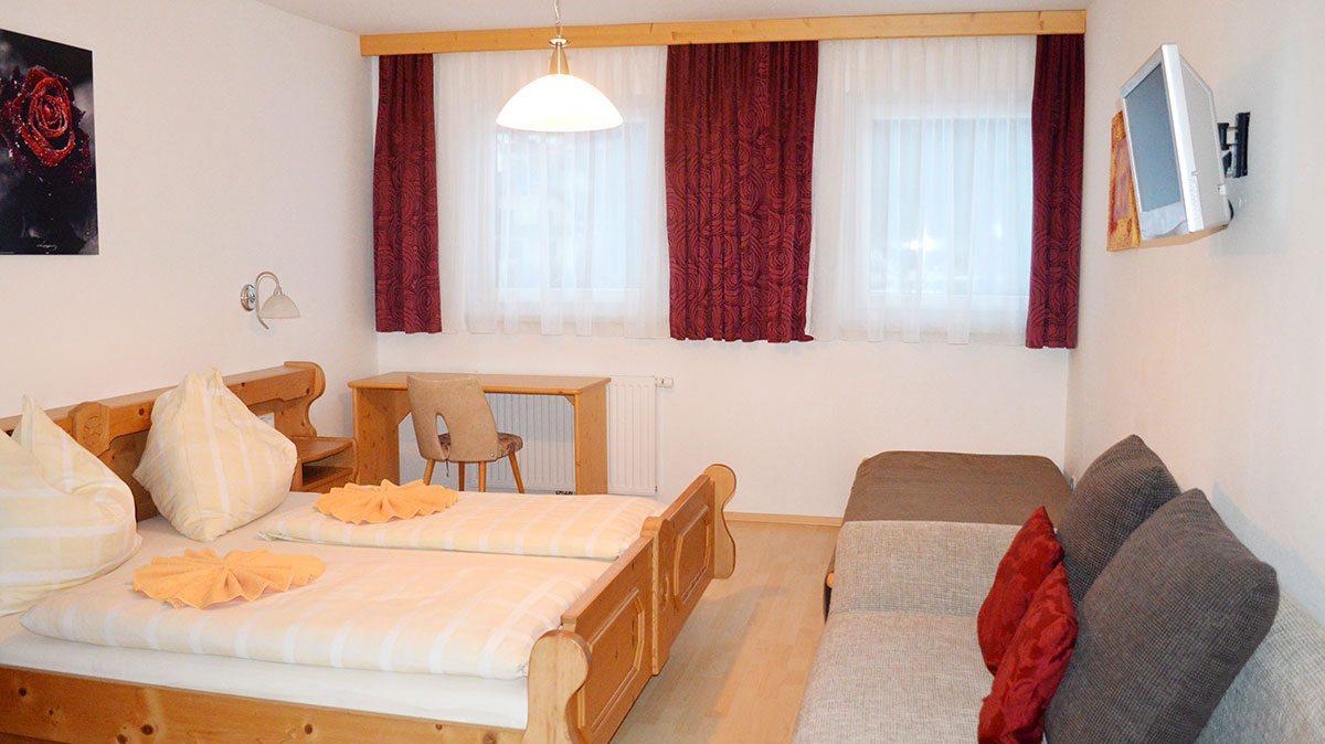 Doppel- & Dreibettzimmer - Ferienwohnung in Mauterndorf, Pension Waldheim